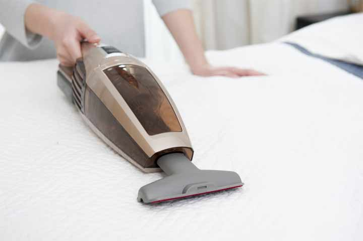 Useful Tips to Clean a Mattress to Get Rid of Stains and Smell