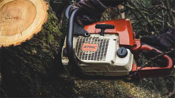 What are the advantages of using electric chainsaw