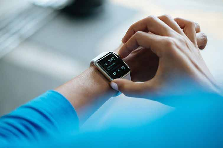 What Does a Smartwatch Do